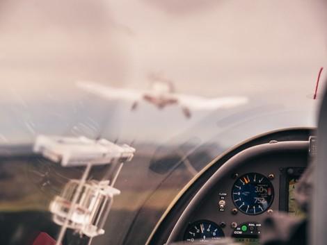 Flugzeugschlepp F-Schlepp DuoDiscus hinter Remoquer DR400