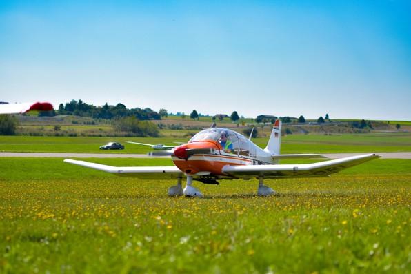 Flugtag 2017 Segelflug Biberach Remo auf Wiese