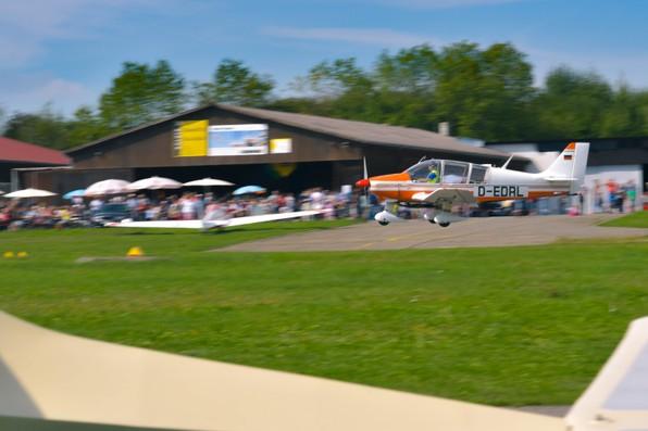 Flugtag 2017 Segelflug Biberach Remo Schleppflugzeug Landung