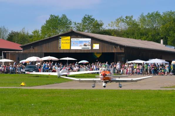 Flugtag 2017 Segelflug Biberach Remo Schleppflugzeug Start