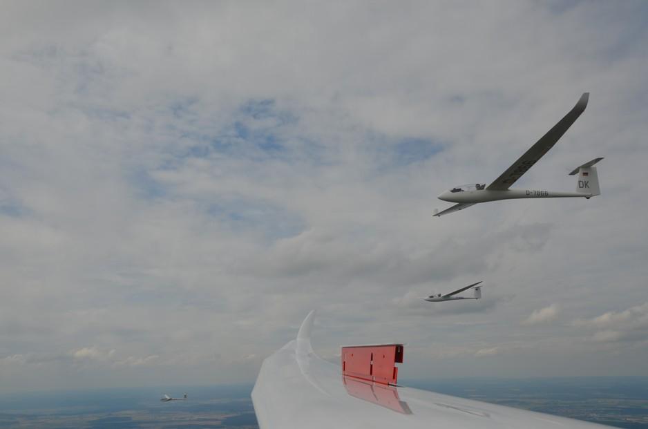 Formationsflug 4 Segelflugzeuge