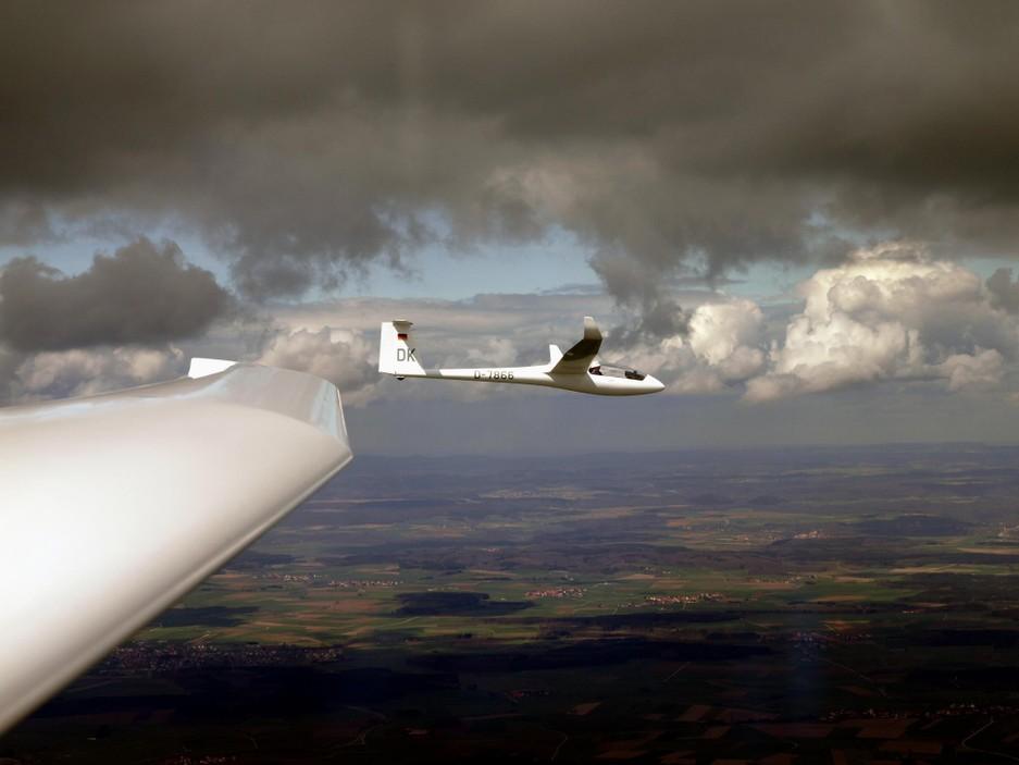 LS8 unter Wolke Streckenflug